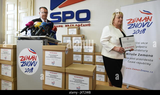 Prag, Tschechische Republik. 16 Aug, 2017. Präsident Milos Zeman hat genug Unterschriften Wiederwahl im Jahr Stockbild