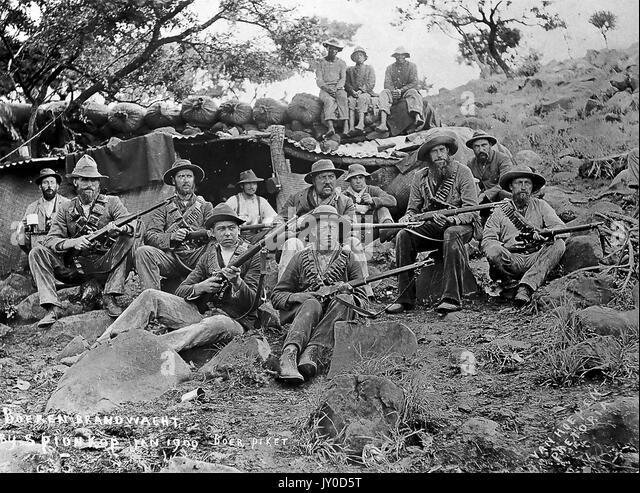 Schlacht von SPION KOP 23./24. Januar 1900. Gruppe von Buren mit ihren Mauser-waffen Stockbild