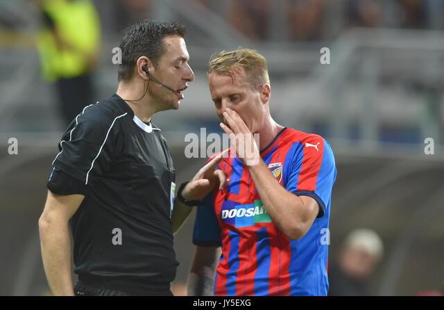 David Limbersky (Pilsen, rechts) in Aktion während der 4. Runde der Play-off-UEFA Europa League Fußball Stockbild