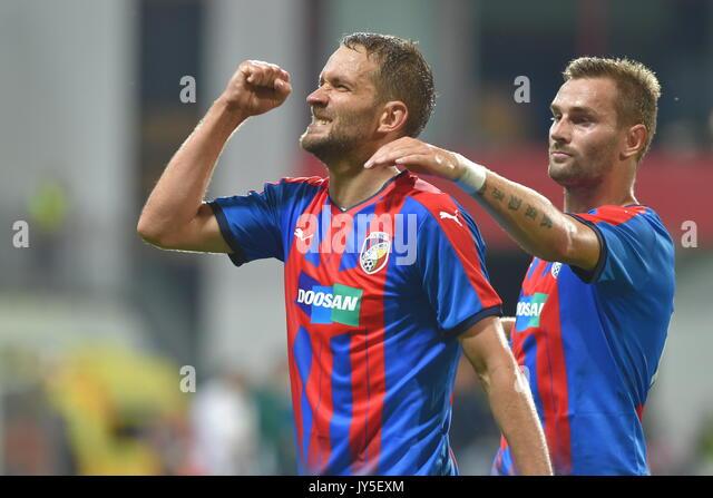 Marek Bakos (Pilsen, links) feiert sein Ziel während der 4. Runde der Play-off-UEFA Europa League Fußball Stockbild