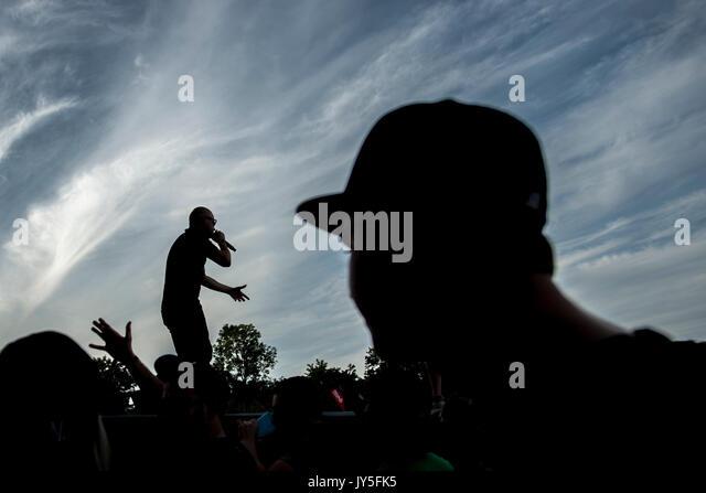 Vladimir Broz - Wladimir 518 (links) der PSH Band tritt am ersten Tag des Hip Hop Kemp Musik Festival im Festivalpark Stockbild