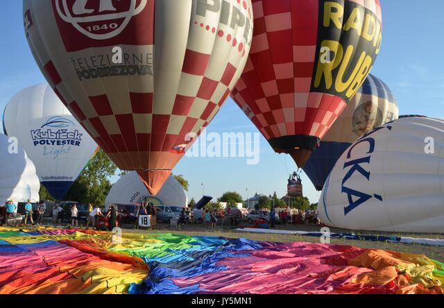 Olomouc, Tschechische Republik. 18 Aug, 2017. Air Balloon Fiesta' Luftballons über der Burg' fand in Stockbild