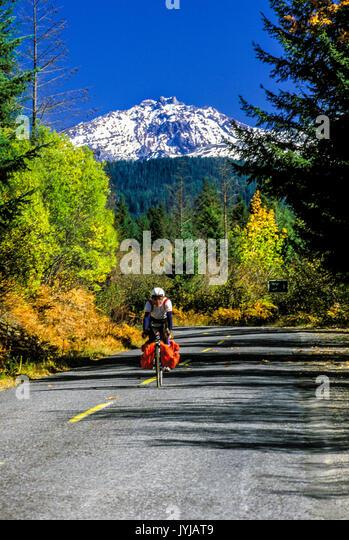 Berg Fahrradfahrer Landschaft Natur schöne Straße Bäume Berg Abenteuer abenteuerliche Radfahrer Radfahren Stockbild