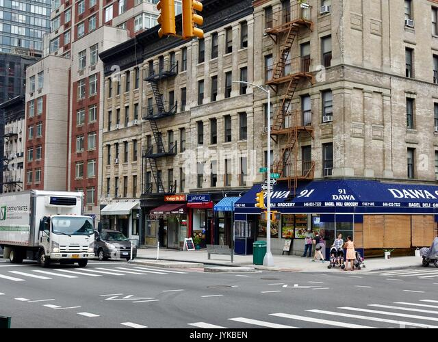 Sreetscene, Kreuzung, East 91st Street und 2 Avanue. New York, NY, USA. Stockbild