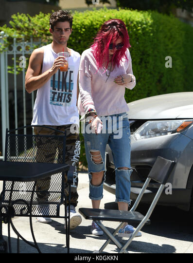 Bella Thorne mit Max Ehrich mit: Bella Thorne, Max Ehrich Wo: Los Angeles, California, United States Wann: 22 Aug Stockbild