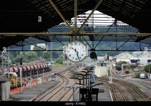 Perigueux Frankreich - Bahnhof Kaufmann Züge - französische Züge - Züge Frankreich - Französische Stockbild