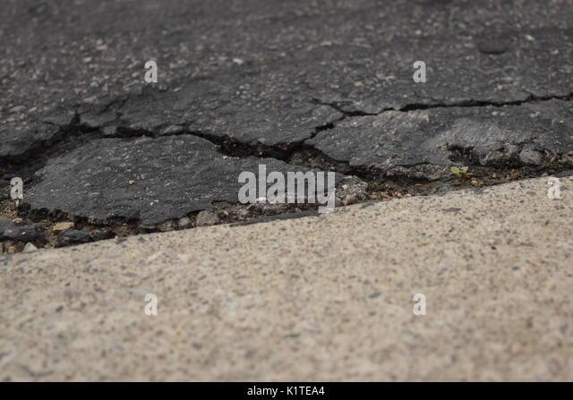 sidewalk crack stockfotos sidewalk crack bilder alamy. Black Bedroom Furniture Sets. Home Design Ideas