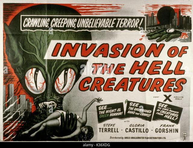 INVASION DER HÖLLE Kreaturen aka INVASION DER UNTERTASSE - MÄNNER 1950er Jahre B-Movies Poster Poster Stockbild