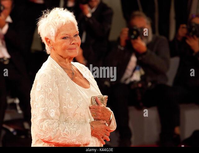 Judi Dench bei der Premiere des Films Victoria & Abdul auf dem 74. Filmfestival von Venedig, Sala Grande am Stockbild