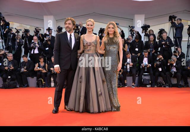 Venedig, Italien. 5. September 2017. L-R: spanische Schauspieler Javier Bardem, Usa Schauspielerin Jennifer Lawrence Stockbild