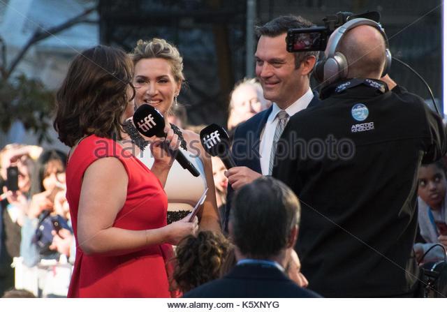 Kate Winslet kamen zu Fuß zu den Roy Thompson Hall, wo ihr Film 'Berg zwischen Uns' ist Premiere bei Stockbild