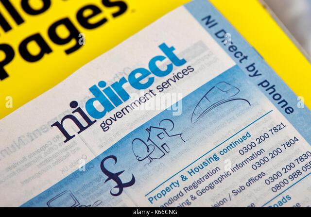 Nidirect kommunalen Dienstleistungen zahlen in Gelbe Seiten, Telefonbuch Papier Ausgabe Großbritannien Stockbild