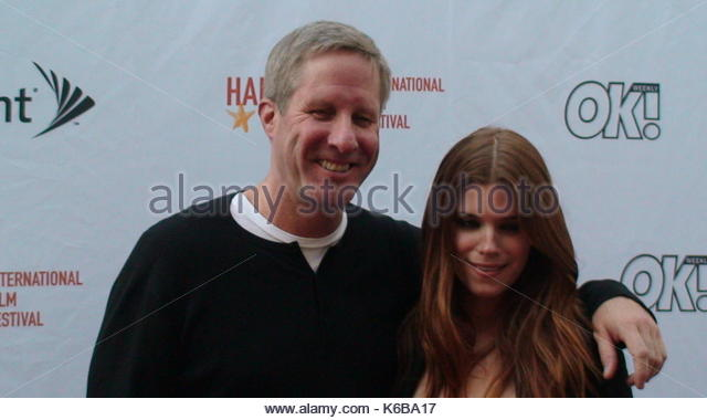 Kate Mara mit OK Sponsor. Kate Mara mit OK sponsor auf den Hamptons International Film Festival. Ny. Gäste Stockbild