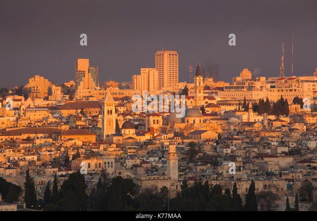Israel, Jerusalem, erhöhten Blick auf die Altstadt, Morgendämmerung Stockbild