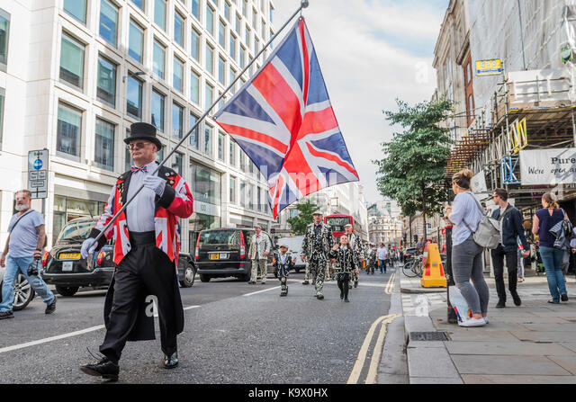 London, Großbritannien. 24. September, 2017. Marsch auf die St. Mary Le Bow Kirche - das jährliche Erntedankfest Stockbild