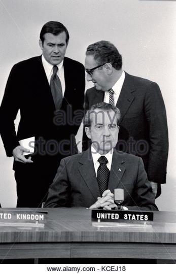 Präsidenten der Vereinigten Staaten Richard Nixon und Dr. Henry Kissinger, Donald Rumsfeld an 1974, als die Stockbild