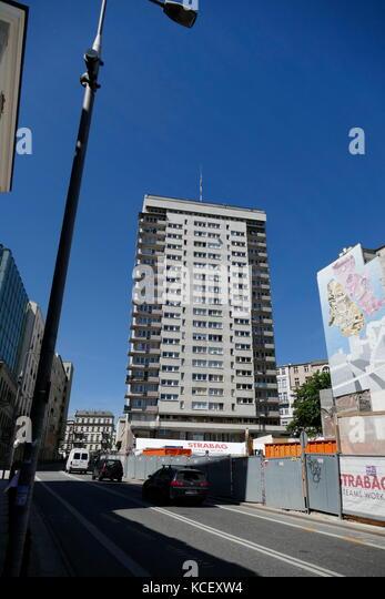 Foto eines kommunistischen Ära Appartementhaus in Warschau, Polen. Vom 21. Stockbild