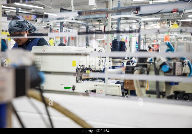 Näherin in der Fabrik arbeiten, Kapstadt, Südafrika Stockbild
