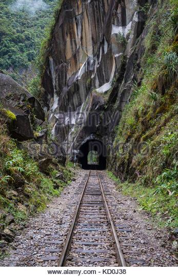 Schienen, die bis nach Aguas Calientes, dem Ausgangspunkt für Ausflüge nach Machu Picchu, Peru führen. Stockbild