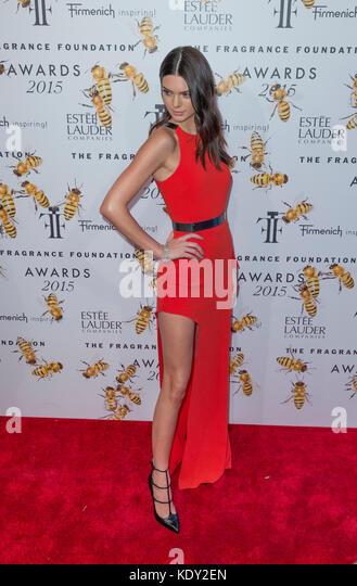 New York, NY - 17. Juni 2015: Kendall Jenner besucht 2015 Fragrance Foundation Awards in der Alice Tully Hall im Stockbild