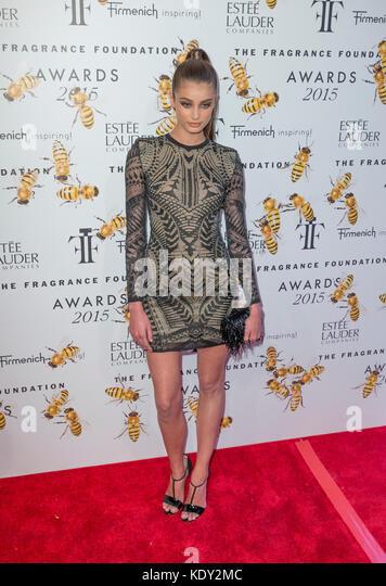 New York, NY - 17. Juni 2015: Taylor marie Hill besucht 2015 Fragrance Foundation Awards in der Alice Tully Hall Stockbild