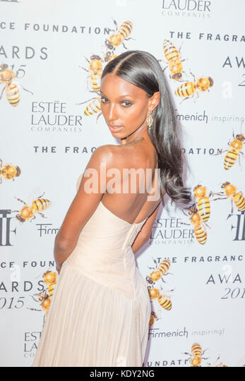 New York, NY - 17. Juni 2015: Jasmin tookes besucht 2015 Fragrance Foundation Awards in der Alice Tully Hall im Stockbild