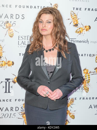 New York, NY - 17. Juni 2015: Linda evagelista besucht 2015 Fragrance Foundation Awards in der Alice Tully Hall Stockbild