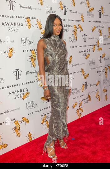 New York, NY - 17. Juni 2015: Naomi Campbell besucht 2015 Fragrance Foundation Awards in der Alice Tully Hall im Stockbild