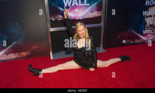 New York, NY - 28. September 2015: deedee Luxe besucht Roger Waters the wall New York Premiere auf Ziegfeld Theater Stockbild