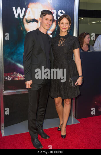New York, NY - 28. September 2015: Sean Evans (l) nimmt an Roger Waters the wall New York Premiere auf Ziegfeld Stockbild
