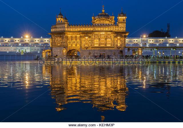 Goldener Tempel am Heiligen See, Amritsar, Punjab, Indien Stockbild