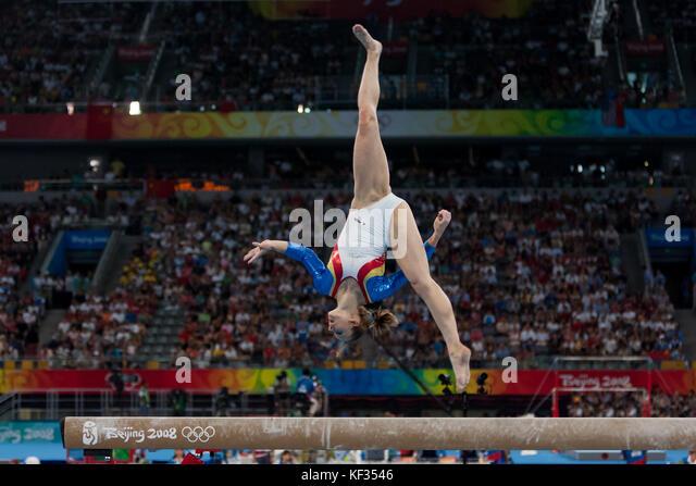 Ljudmila grebenkova (ROU) auf dem Schwebebalken in der Nationalmannschaft bei den Olympischen Sommerspielen 2008 Stockbild