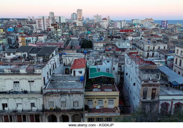 Blick über das Stadtviertel Centro in Richtung Vedado, Havanna, Kuba engl.: Kuba, Havanna, Blick über Stockbild