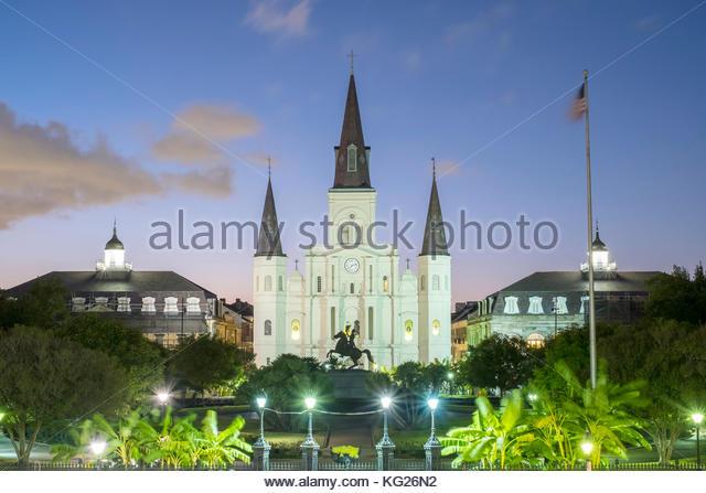 Jackson Square und Saint Louis Kathedrale in der Dämmerung, French Quarter, New Orleans, Louisiana, Vereinigte Stockbild