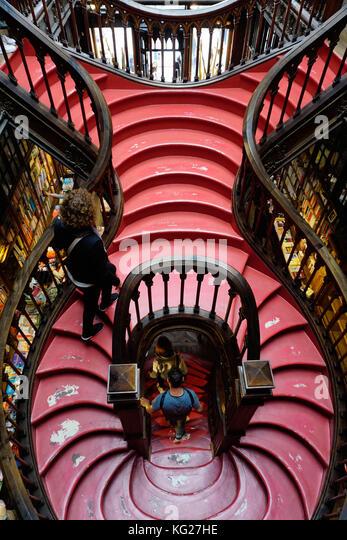 Treppen, Livraria Lello Buchladen 1881 gebaut, Porto (Porto), Portugal, Europa Stockbild