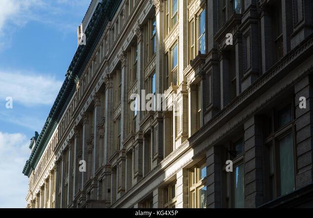 Detail der Gebäude in New York City am 18. Straße an der Sixth Avenue. Stockbild