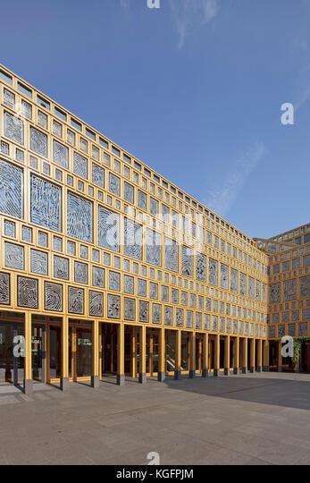 Die wesentlichen externen Innenhof in der Nachmittagssonne. deventer City Hall, Deventer, Niederlande Architekt: Stockbild
