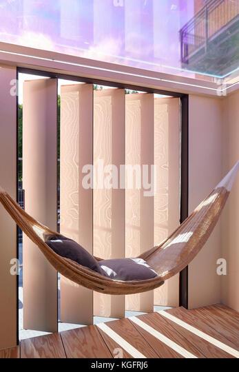 Hängematte am Fenster. Der Stack - mini Living urban Kabine, London, Großbritannien Architekt: sam Jacob Stockbild