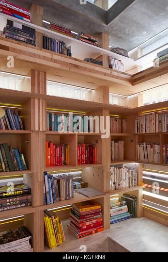 Deatil der Bücherschrank. Der Stack - mini Living urban Kabine, London, Großbritannien Architekt: sam Stockbild