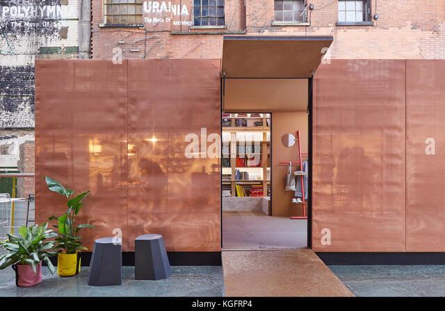 Offene Eingangstür Pavillon. Der Stack - mini Living urban Kabine, London, Großbritannien Architekt: sam Stockbild