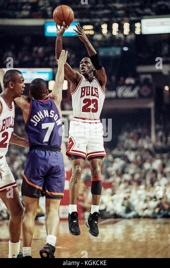 Michael Jordan für die nba Chicago Bulls in den NBA Finals Spiel 1993 5. Stockbild