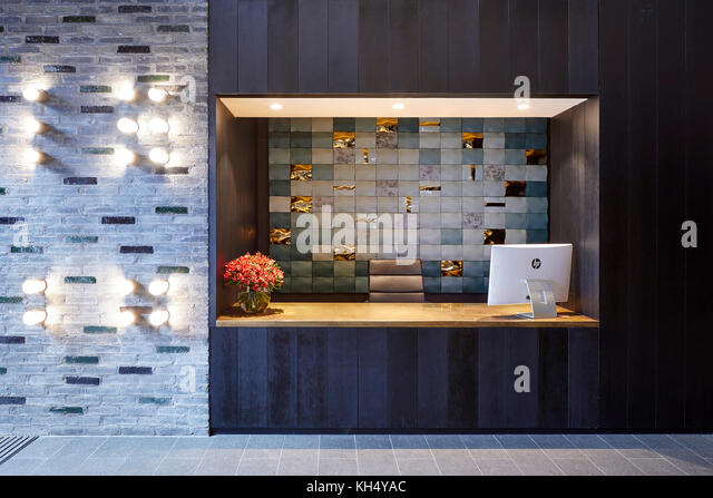Rezeption im Empfangsbereich. 55 Victoria Street, London, Großbritannien Architekt: steif+trevillion Architekten, Stockbild