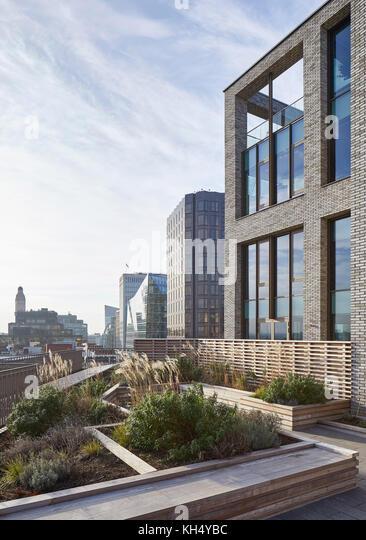 Außenansicht von überdachten Garten mit Blick auf London. 55 Victoria Street, London, Großbritannien Stockbild