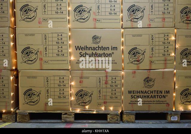 """Berlin, Deutschland. 17. Nov, 2017. verpackten Kartons mit Geschenken für Kinder in der """"christmasworkshop"""" Stockbild"""