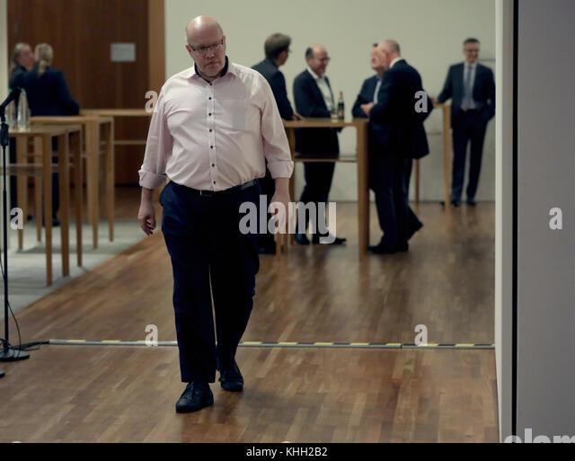 Berlin, Deutschland. 19 Nov, 2017. deutsche Finanzminister Peter Altmaier (CDU) geht den Gang entlang der Vertretung Stockbild