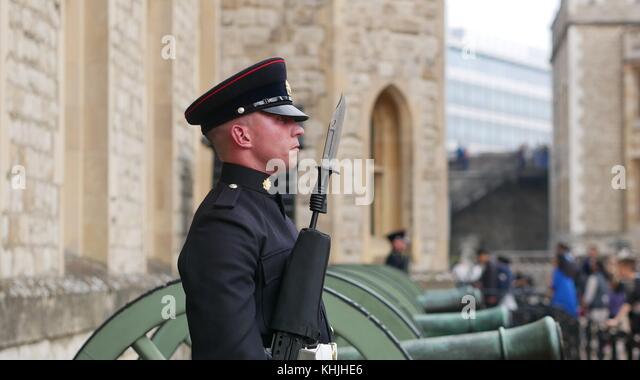 Wachmann am Tower von London Stockbild