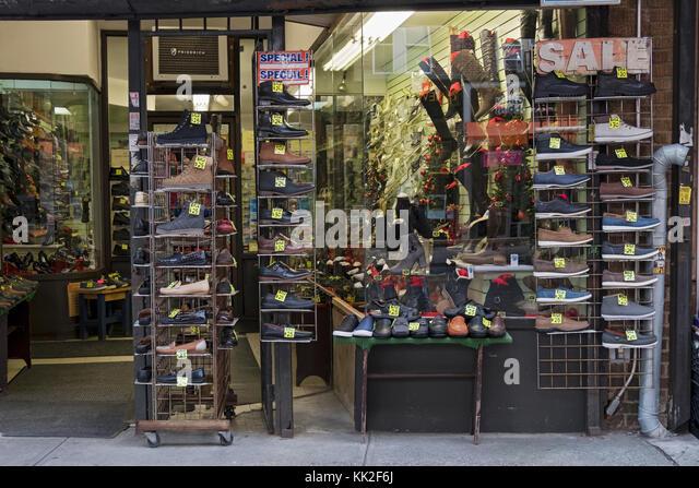 Das Äußere von Alco Schuhe auf Liberty Avenue in Richmond Hill, Queens, New York, mit preiswerten Schuhe Stockbild