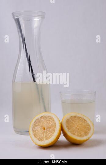 Alkalische Limonade ist ein Getränk zum Einsatz effektiver zu rehydrieren, so dass Wasser allein. Die im Falle Stockbild