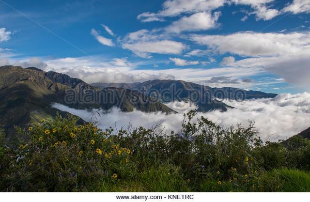 Wolken bilden in einem Tal in der Nähe des Cotopaxi, Bellavista, Galapagos, Ecuador, Südamerika Stockbild