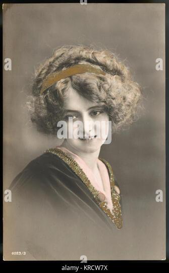 Eine schöne junge Dame stellt für ein Portrait. Datum: ca. 1910 Stockbild